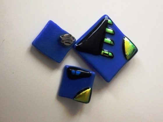 Blue Earrings and Brooch set £20