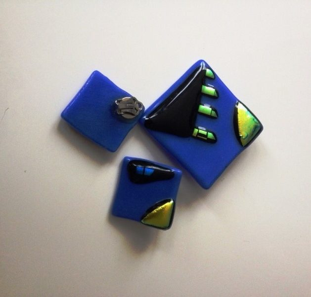 Blue Earrings and Brooch set £20