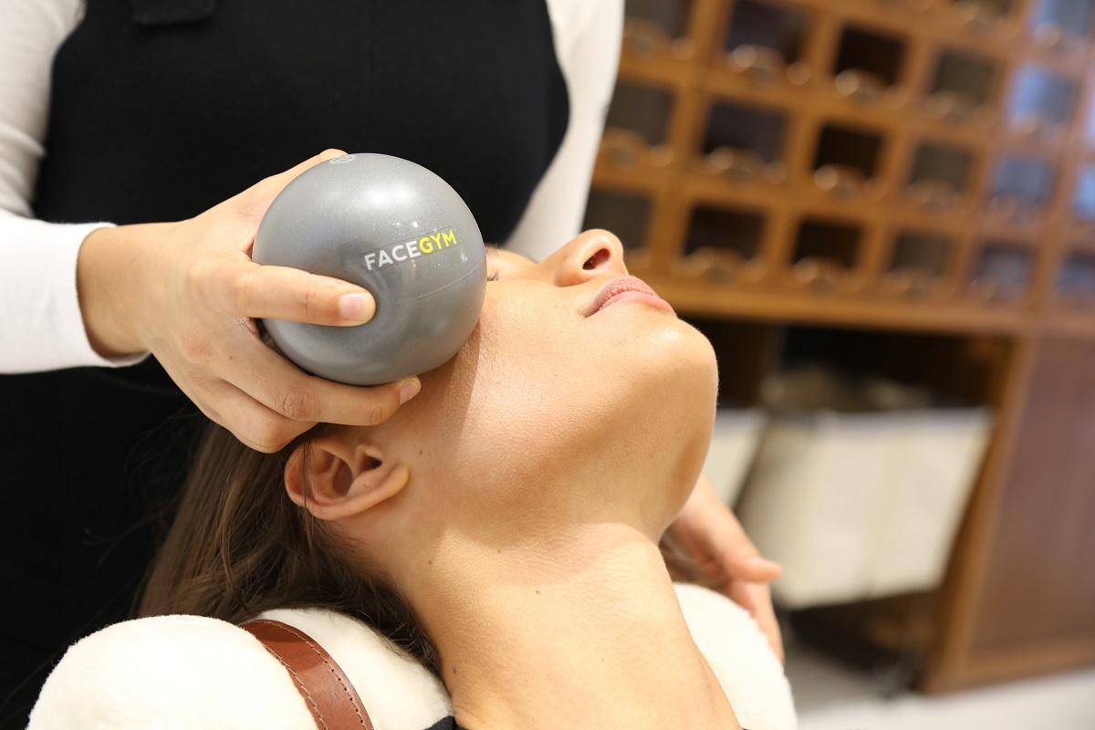 Face Gym, woman having a treatment