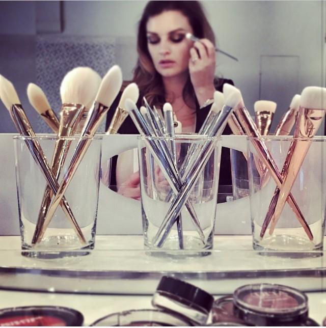 Pixiwoo doing makeup