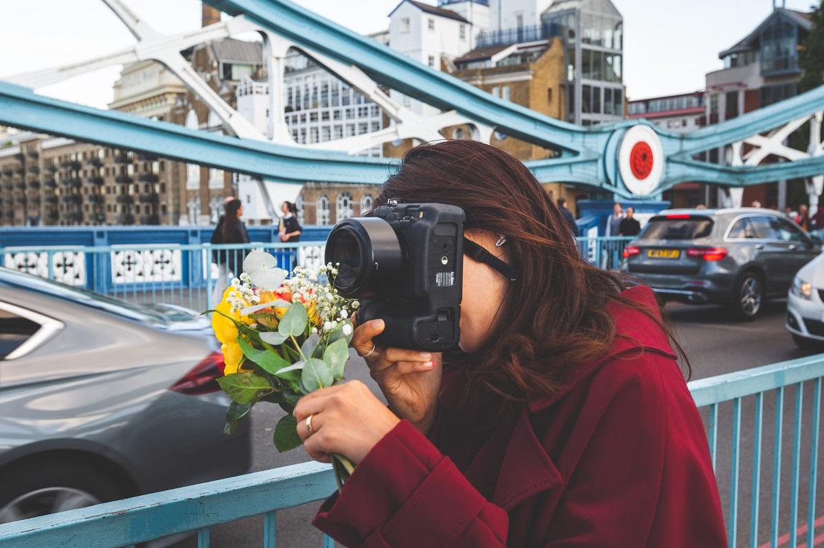 Woman with flowers on Tower Bridge
